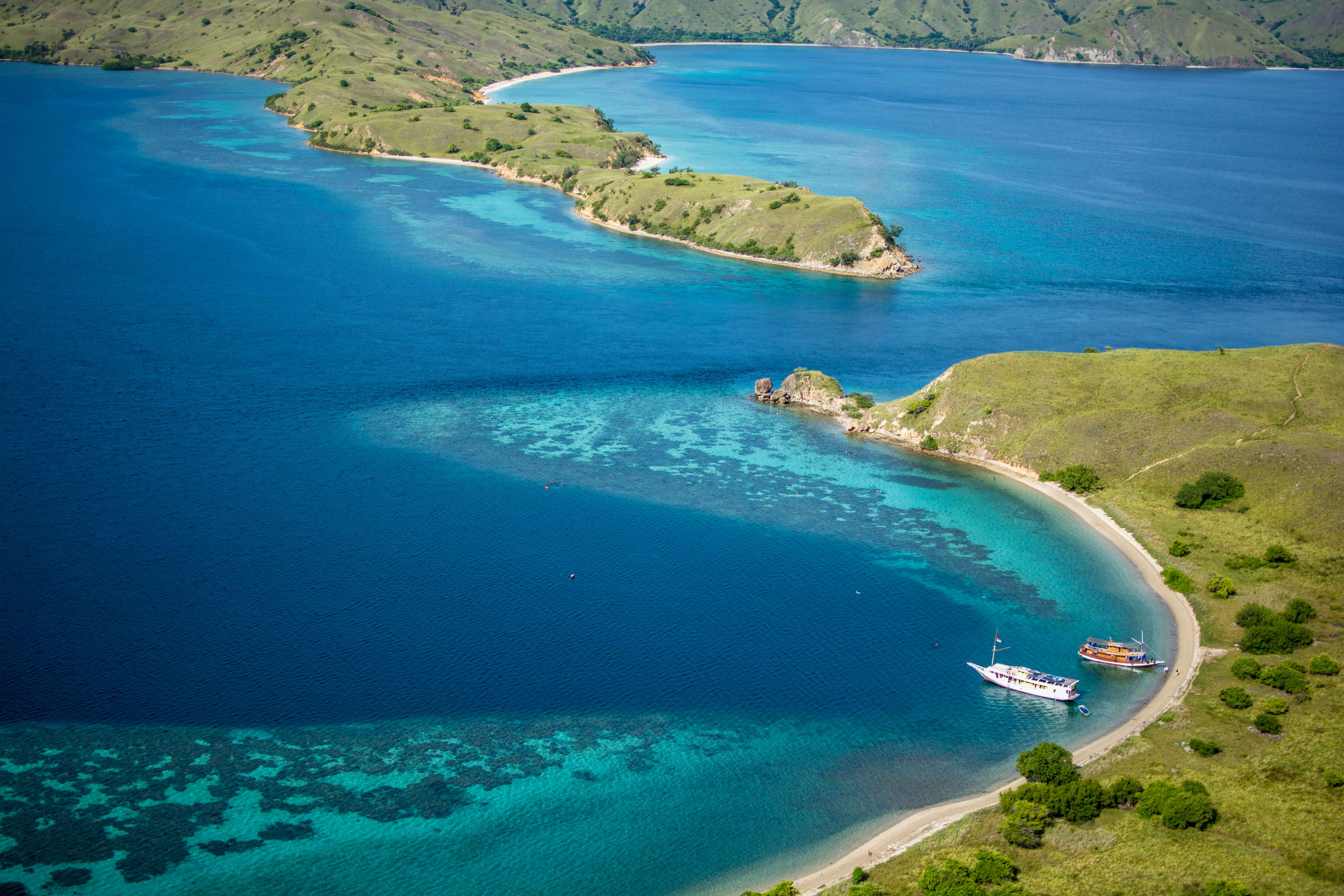 @laurenrudick's cover photo for 'Boat Lombok to Flores -The expedition of a lifetime'