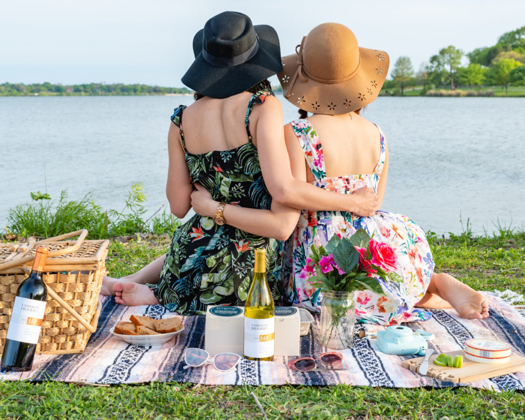 @mycurlyadventures_'s cover photo for 'Ingredients for a InstaWorthy White Rock Picnic'