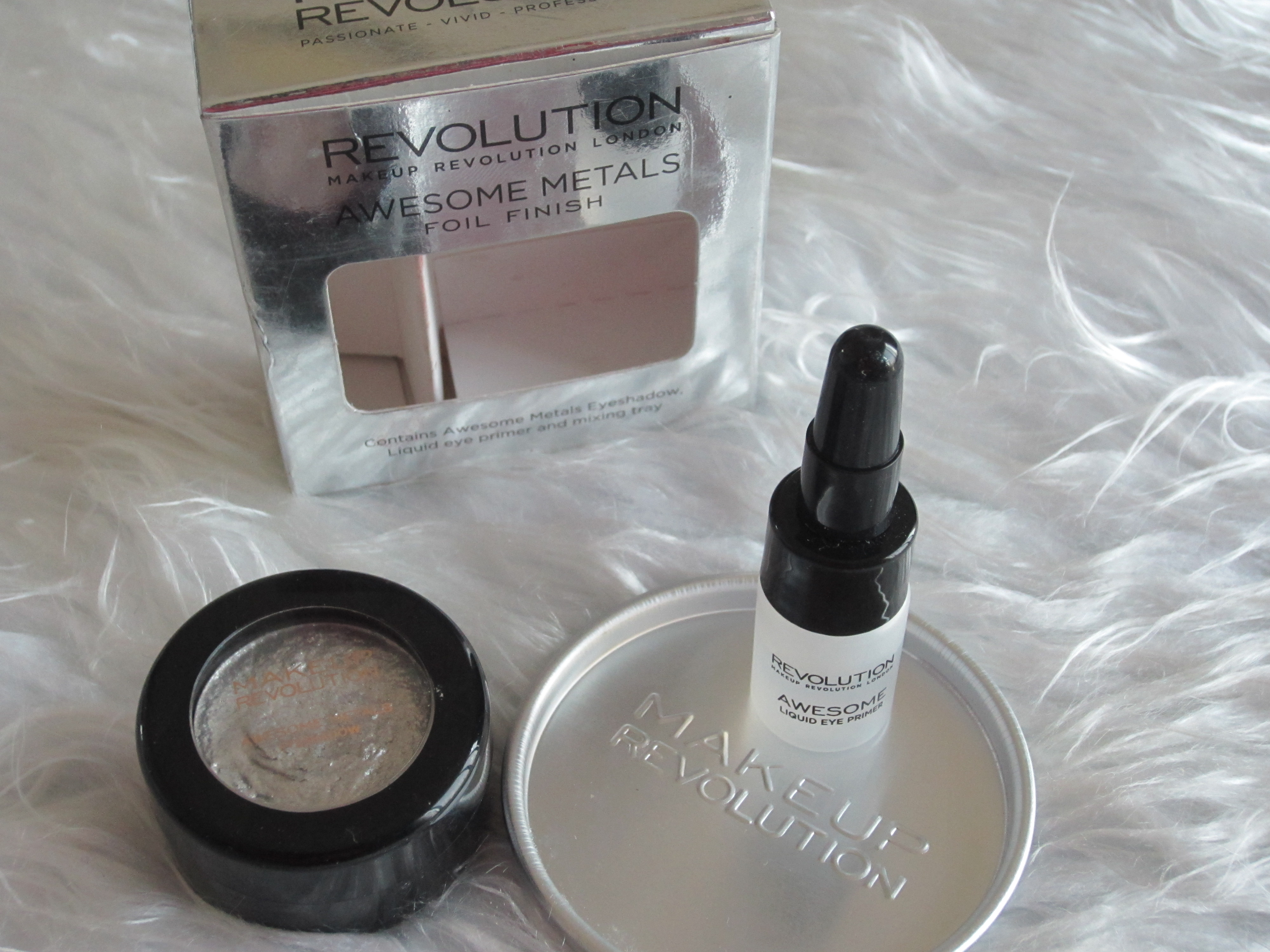@nadinedasofficial's cover photo for 'Makeup Revolution Awesome Metals Eye Foils Pure Platinum - Nadine Beauty Forever'