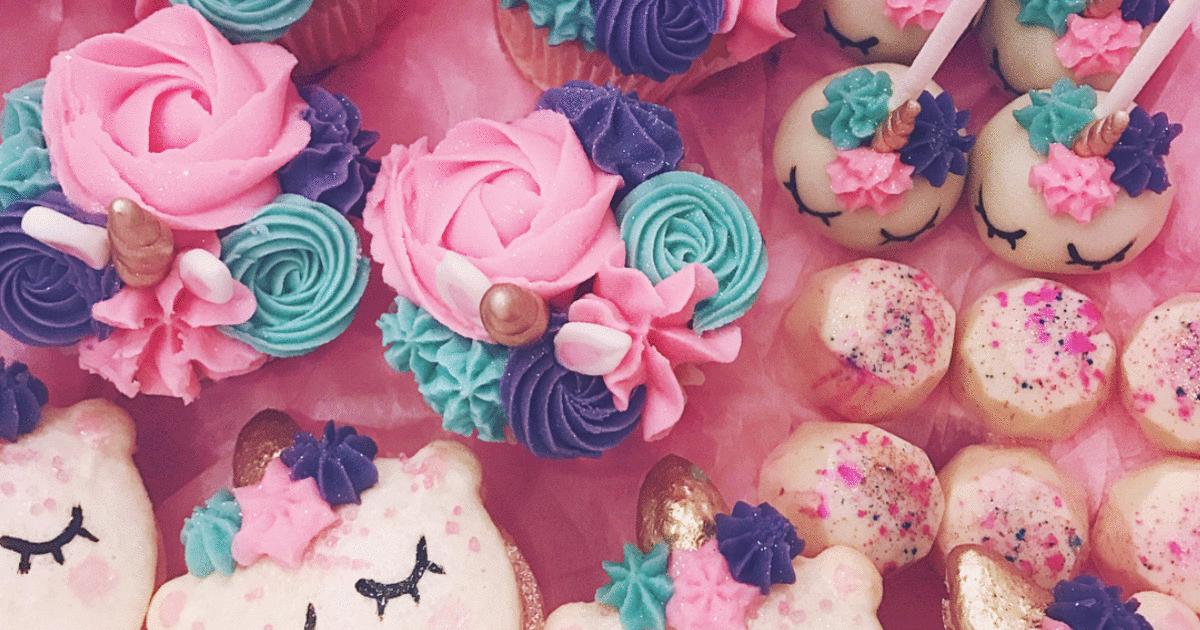 @lecakestudio's cover photo for 'Ces pâtisseries en licornes est le cadeau parfait pour le temps des fêtes'