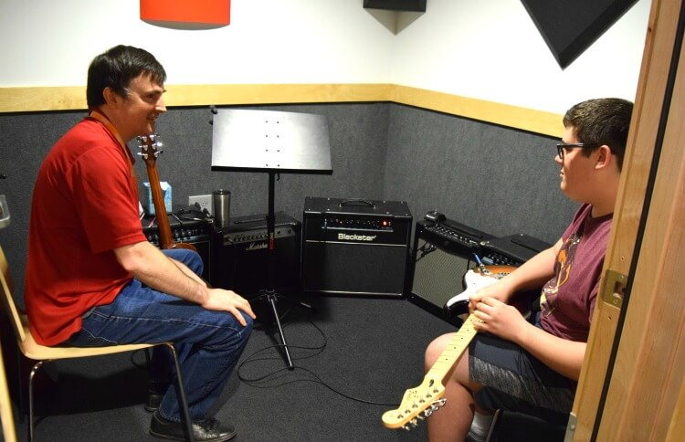 @tiptoefairy's cover photo for 'Electric Guitar Lessons with Guitar Center'