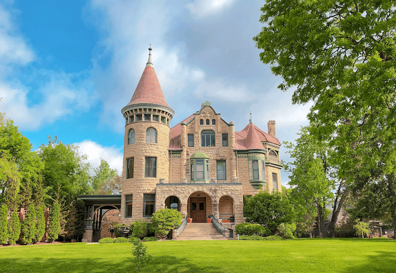 @lilfamadventure's cover photo for 'Exploring La Crosse WI on a Girls Weekend Without Kids   Little Family Adventure'