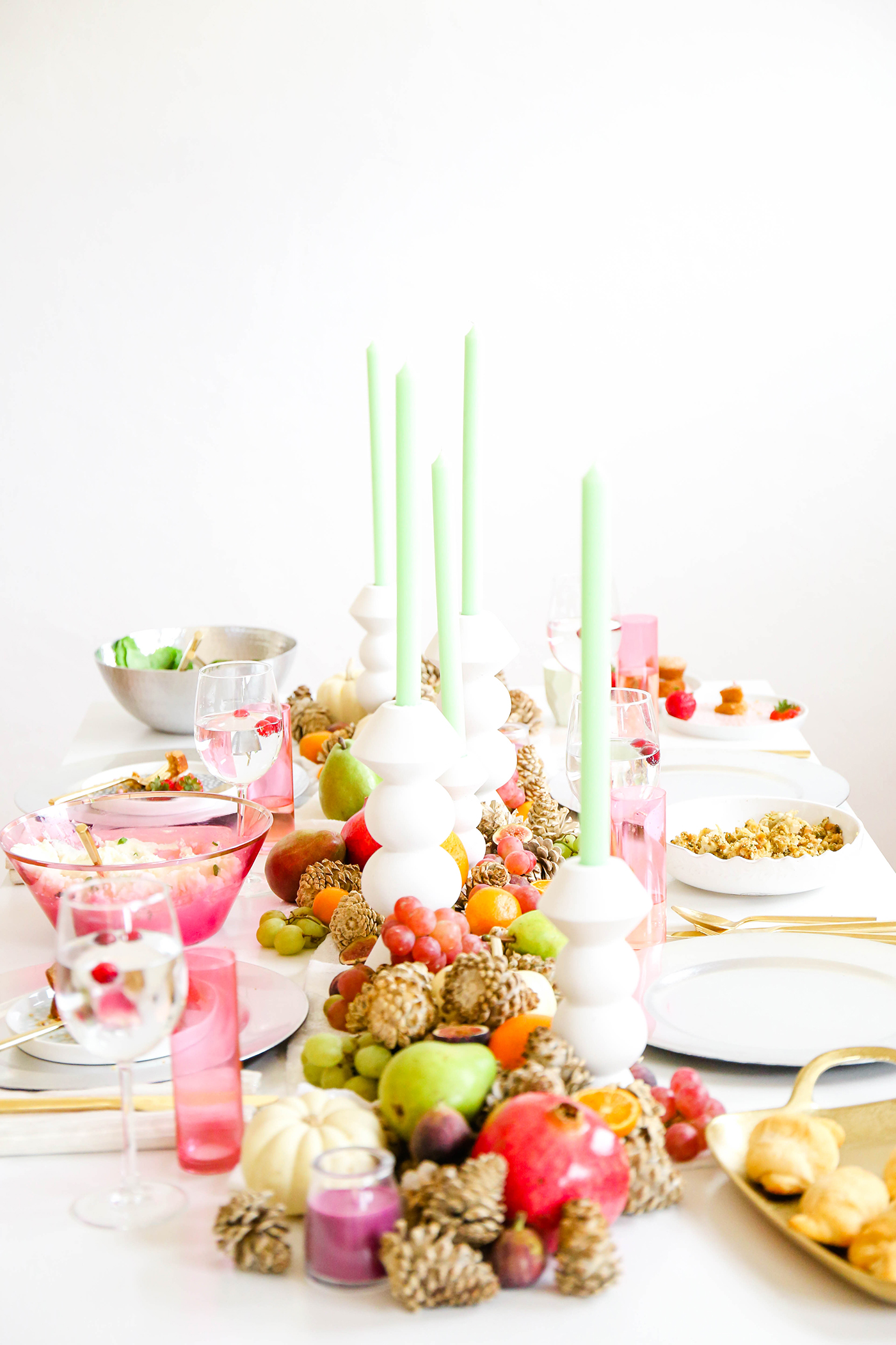 @theproperblog's cover photo for 'Taste It \ Tips For Throwing A Friendsgiving Dinner In A Pinch'