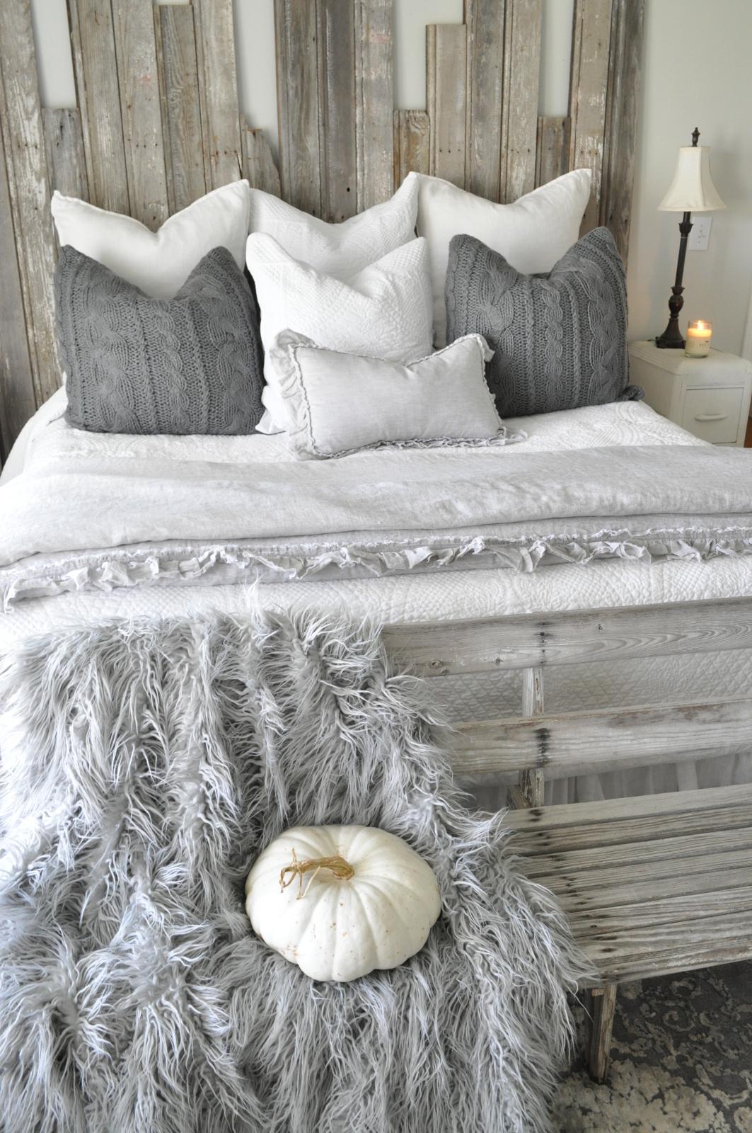 @becky.cunningham.home's cover photo for 'Farmhouse Bedroom Refresh - Becky's Farmhouse'