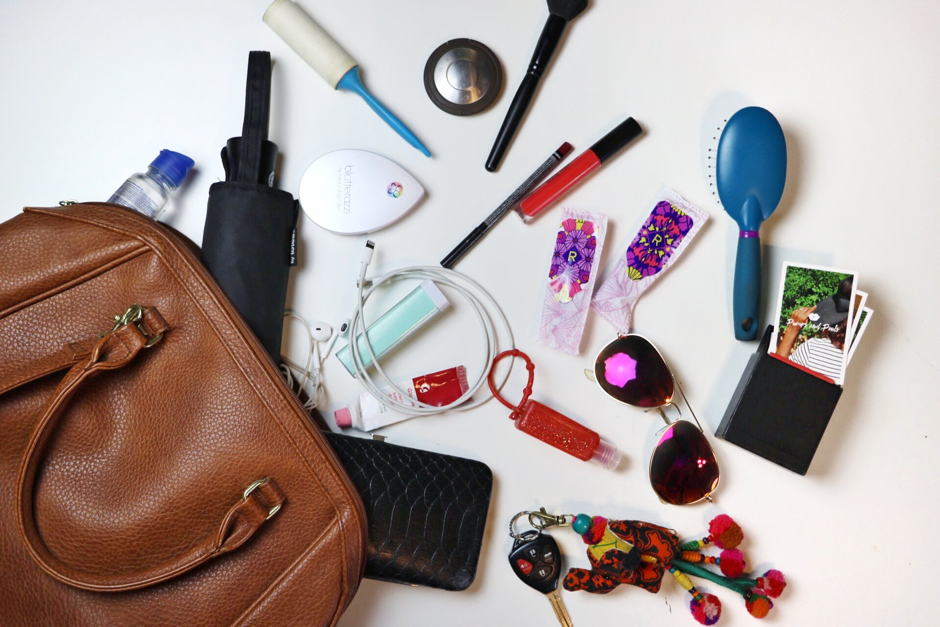 @pumpsandpouts's cover photo for 'Top 7 Items I Must Have in My Purse! – Pumps and Pouts'