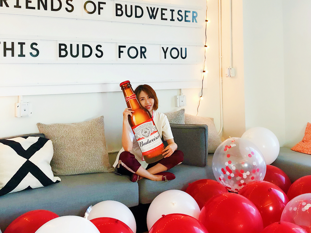 "@_daisyliu's cover photo for 'Daisy Liu on Instagram: ""thank you for the wonderful night @budweiserusa 🍺 @edcchiu 🍻 . . . . . #budweiser #event #influencer #ootd #night #tgif #friday #nightout…""'"