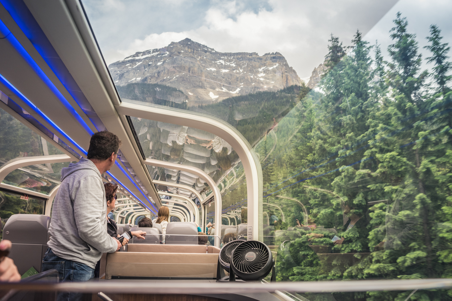 @girlonthegoca's cover photo for 'See the Canadian Rockies by Luxury Train - Girl on the Go'