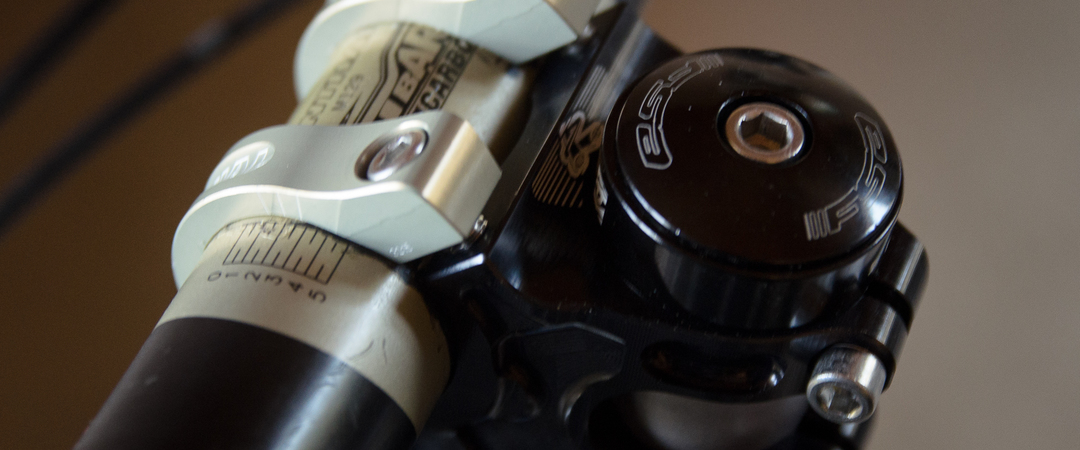 @emerald_mtb's cover photo for 'Review: Renthal Apex stem & Fatbar Lite Carbon handlebars'
