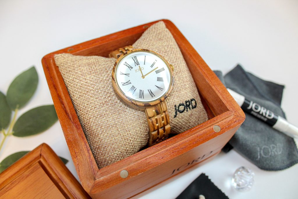 @jessicagracefully's cover photo for '*Giveaway* A Women's Watch Where Luxury Meets Style - Mom Life Exposed'