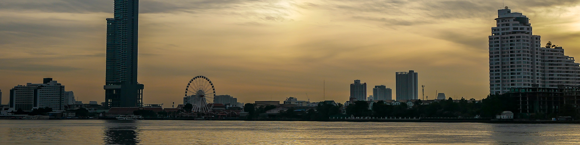@crabintheair's cover photo for 'Bangkok Itinerary: 2 Days in Bangkok For First-Time Travelers'