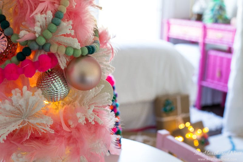 @heathered_nest's cover photo for 'Simple Christmas home decor, a holiday house tour'