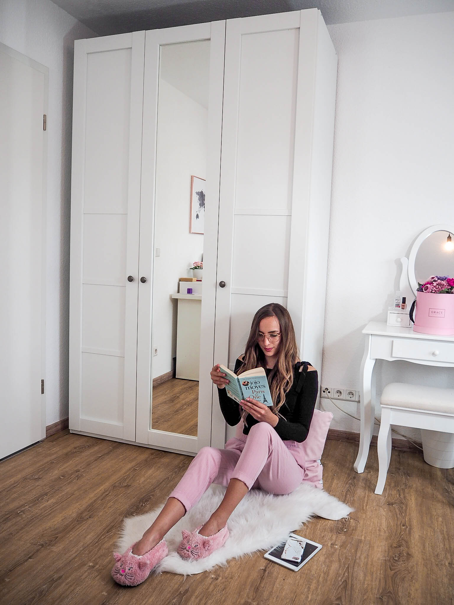 @lalecherie's cover photo for 'Roomtour - Erste eigene Wohnung - lauralaura.de'