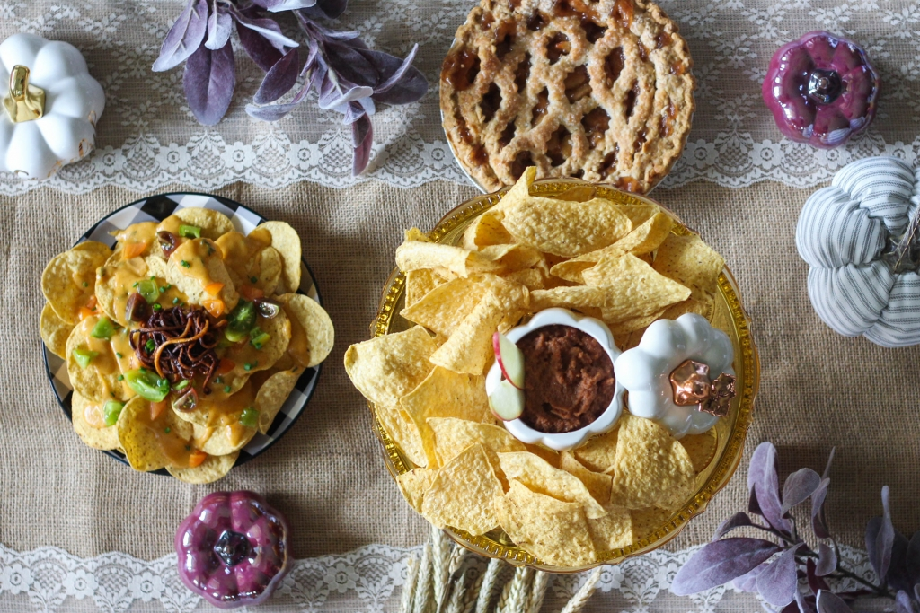 @frostpetticoat's cover photo for 'Autumn Nachos and Savory Apple Pie Dip - The Frosted Petticoat'
