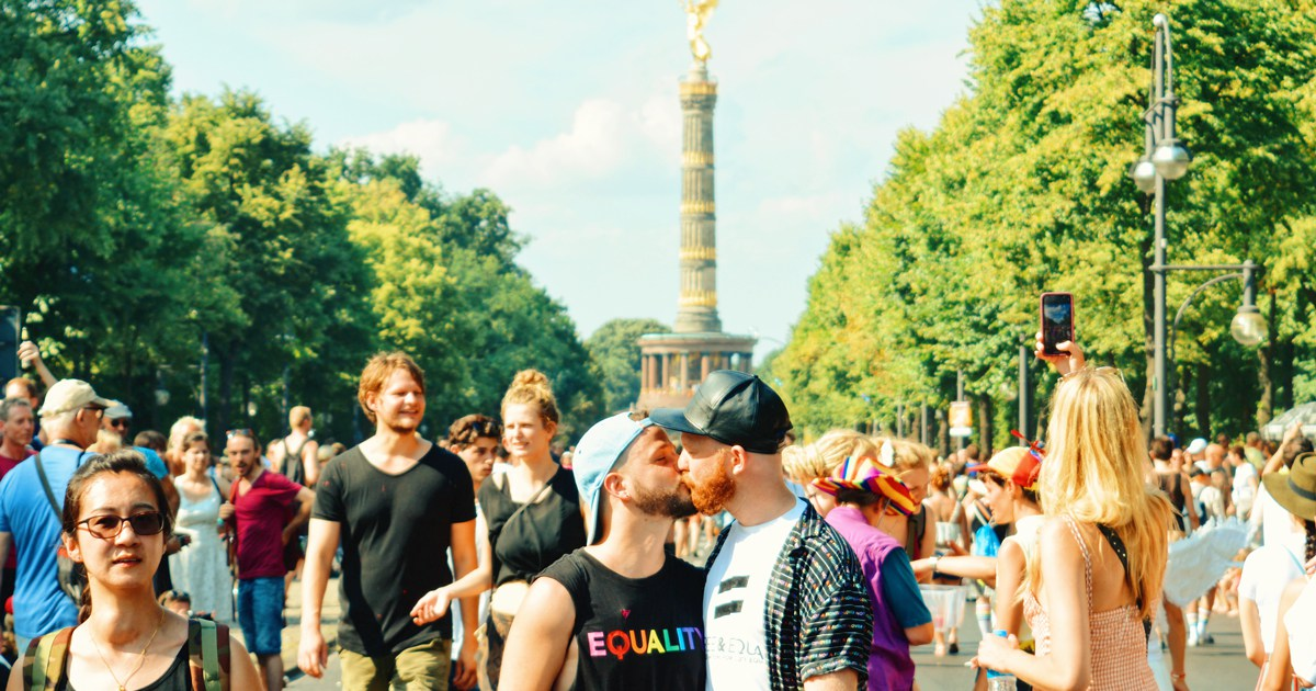 @coupleofmen's cover photo for 'CSD Berlin 2018 - Our best Photos of the Sexy Gay Pride'
