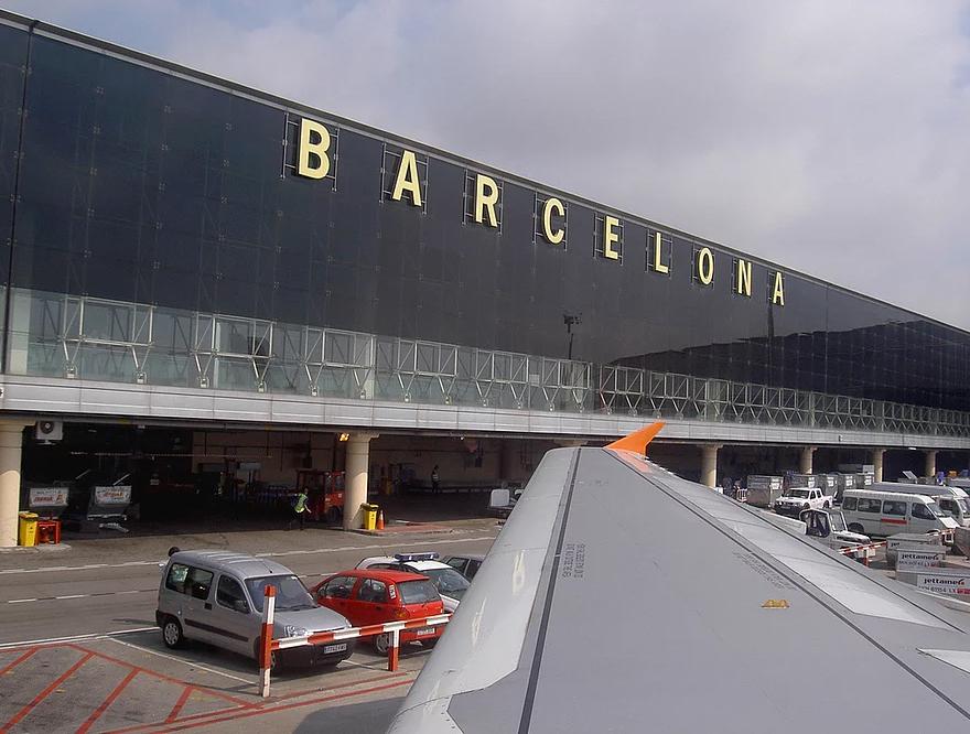 @cintyvalencia's cover photo for 'Elige el transporte adecuado al momento de llegar a Barcelona - España | Cinthia Valencia'
