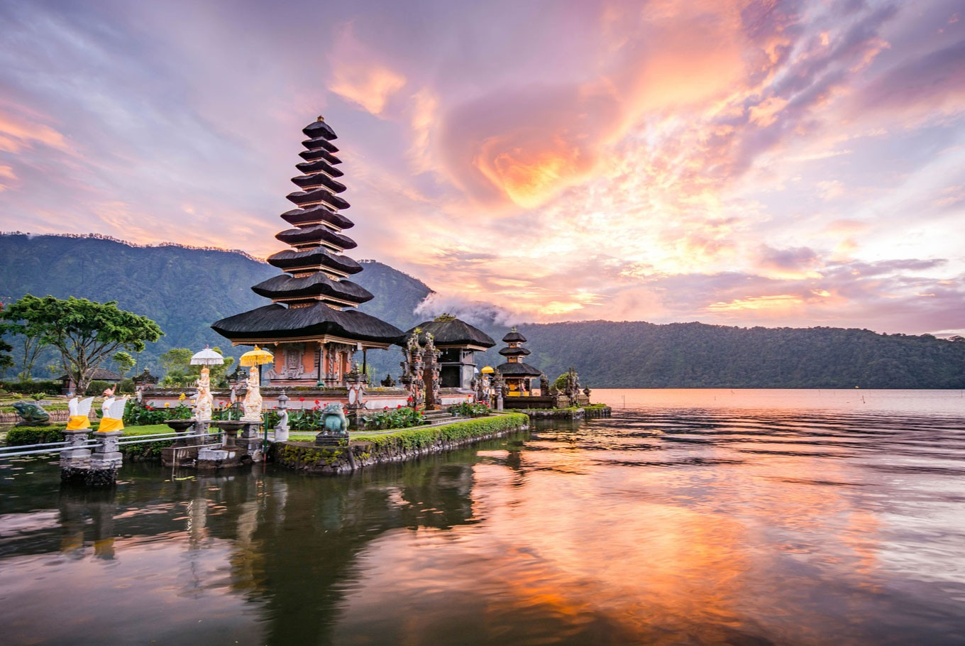@stylerug's cover photo for '5 Budget Honeymoon Destinations In Asia | StyleRug'