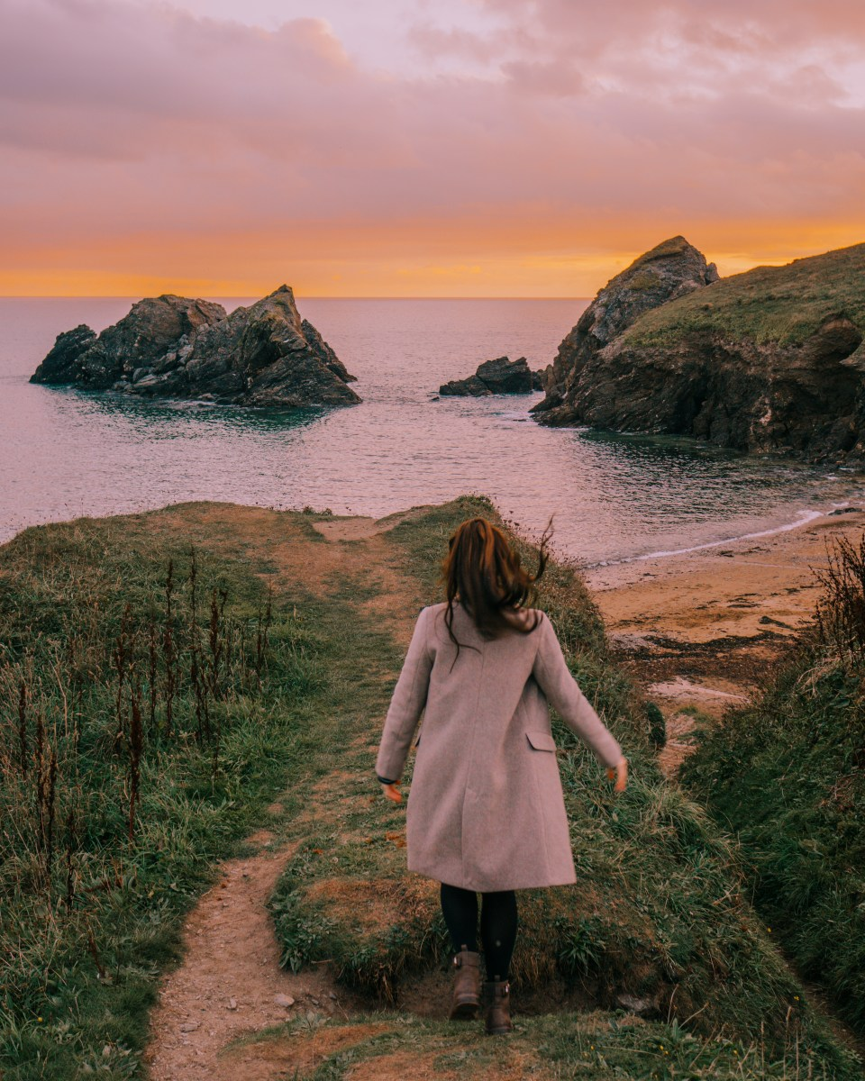 @postcardsbyhannah's cover photo for 'South West Coast Path and Soar Mill Cove Hotel'