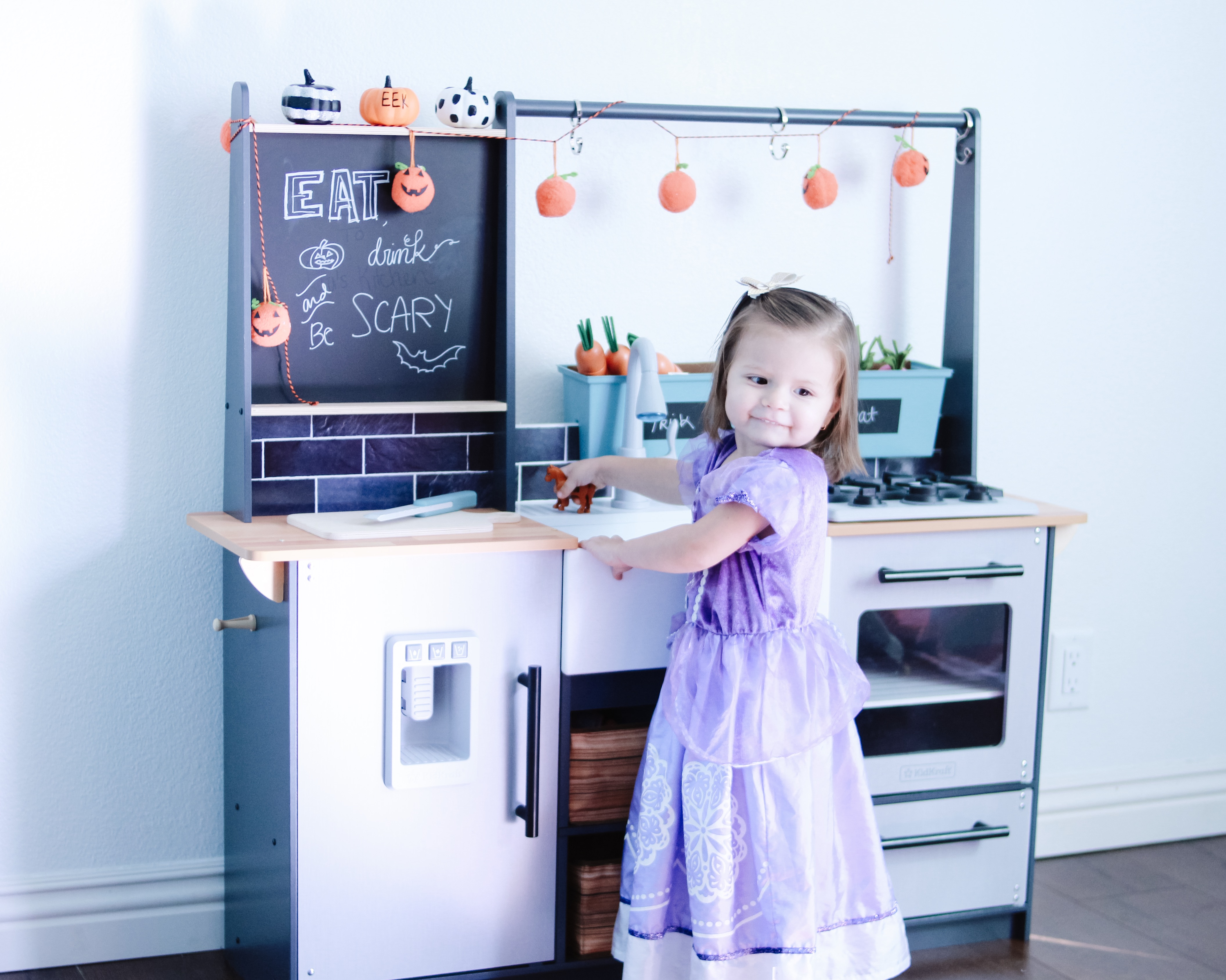 @mammabearsays's cover photo for '5 benefits of having a play kitchen'