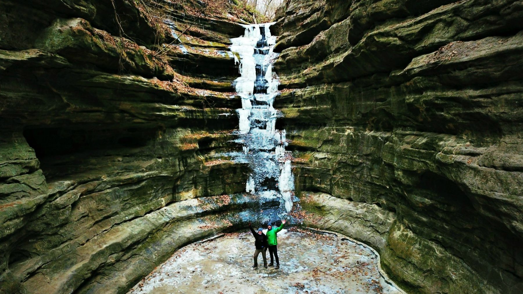 @thebudgetsavvytravelers's cover photo for '9 Reasons to Visit Starved Rock Lodge in Winter   Starved Rock Travel Guide'