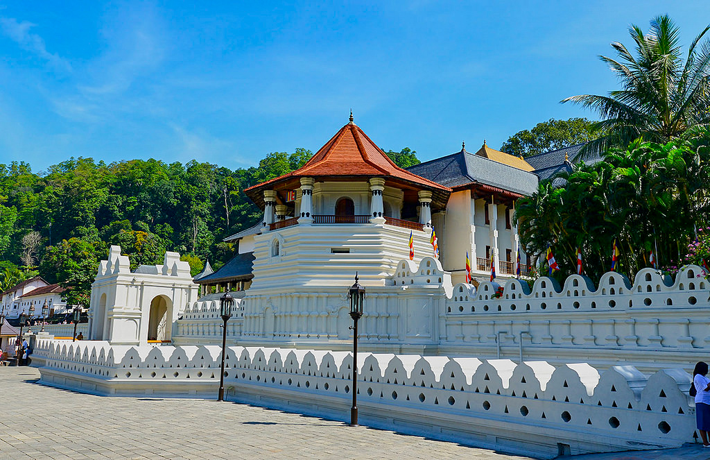 @crabintheair's cover photo for '12 Unmissable Things To Do in Kandy, Sri Lanka'