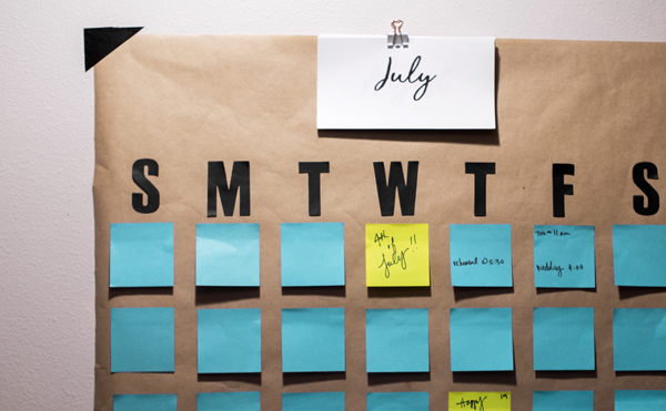 @onearmedmama_tristin's cover photo for 'How to DIY a Giant Post-it Wall Calendar (in 5 minutes!)'