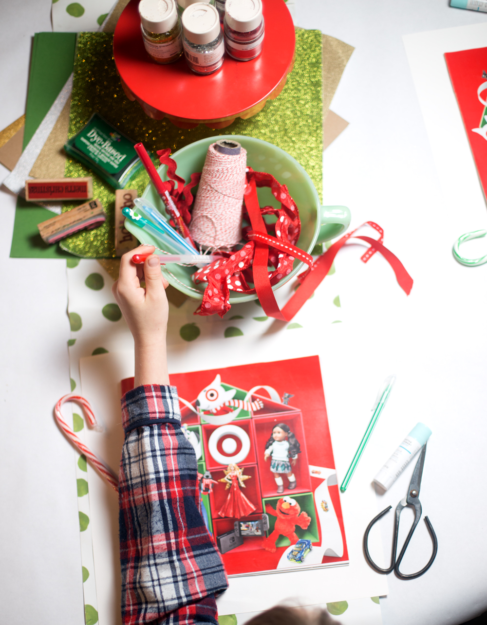 @onearmedmama_tristin's cover photo for 'How to Throw a Holiday Wish List Party!'