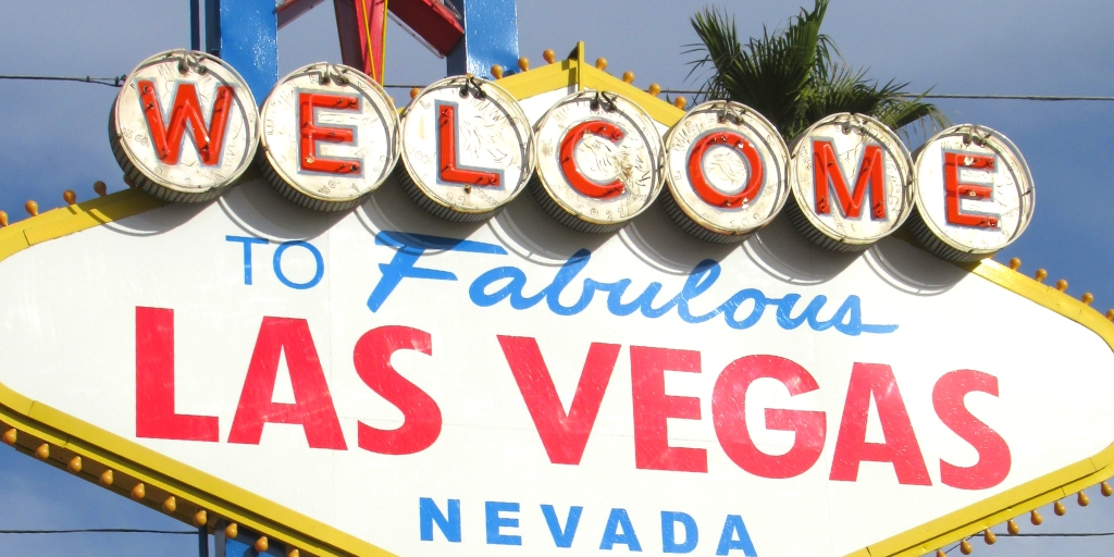 @flipflopweekend's cover photo for 'How To Plan A High-Roller Trip To Las Vegas on a Hobo Budget'