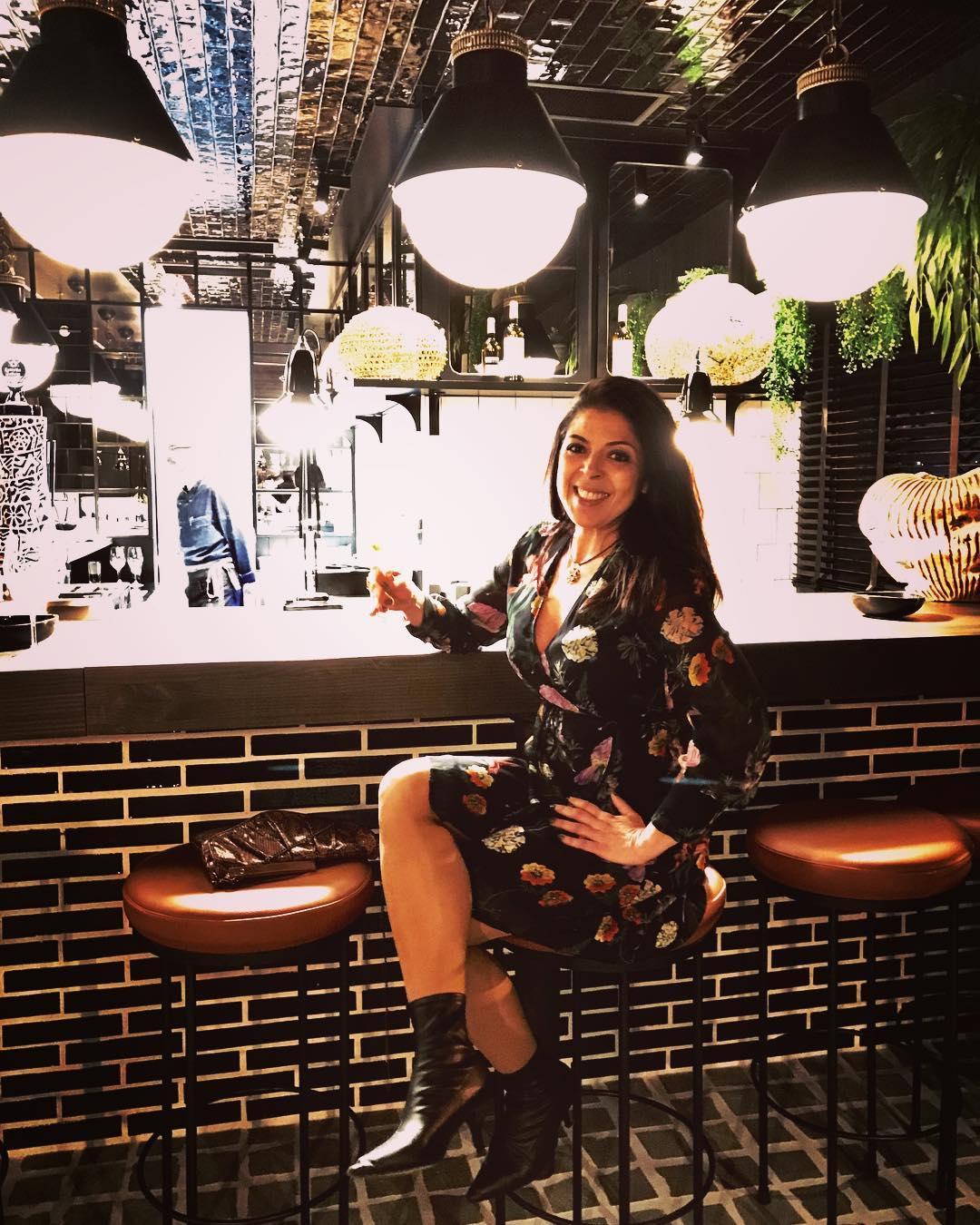 """@rominaguiacompostela's cover photo for 'Romina Novoa on Instagram: """"Un nuevo concepto de mercado gastronómico en Santiago de Compostela. @mercadoboanerges luce por su estilo vintage, un espacio urbano y…""""'"""