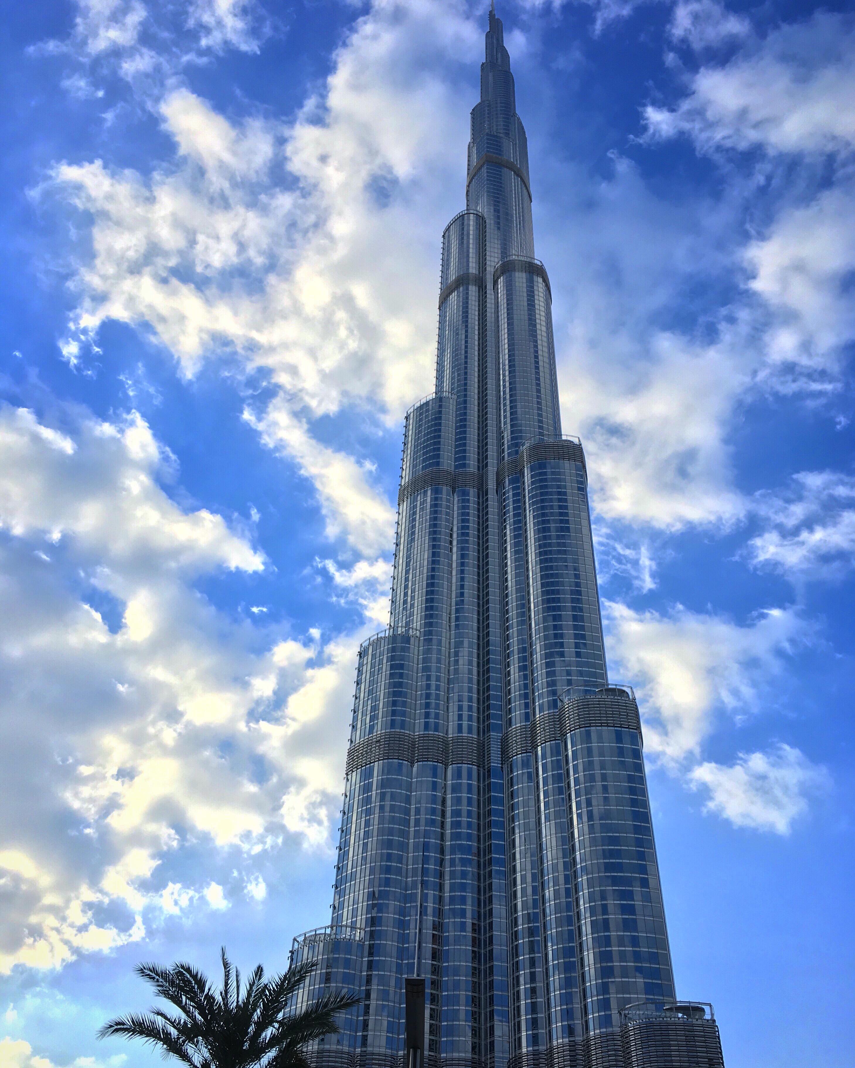 @inviaggioconapple's cover photo for 'DUBAI. Burj Khalifa: il grattacielo più alto del mondo | In Viaggio con Apple | Il Blog di Viaggi di Melania Bifaro'