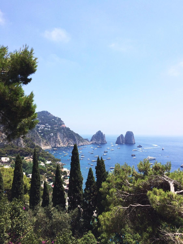 @inviaggioconapple's cover photo for 'ITALIA. Idee per un weekend di settembre: Capri, l'isola azzurra | In Viaggio con Apple | Il Blog di Viaggi di Melania Bifaro'