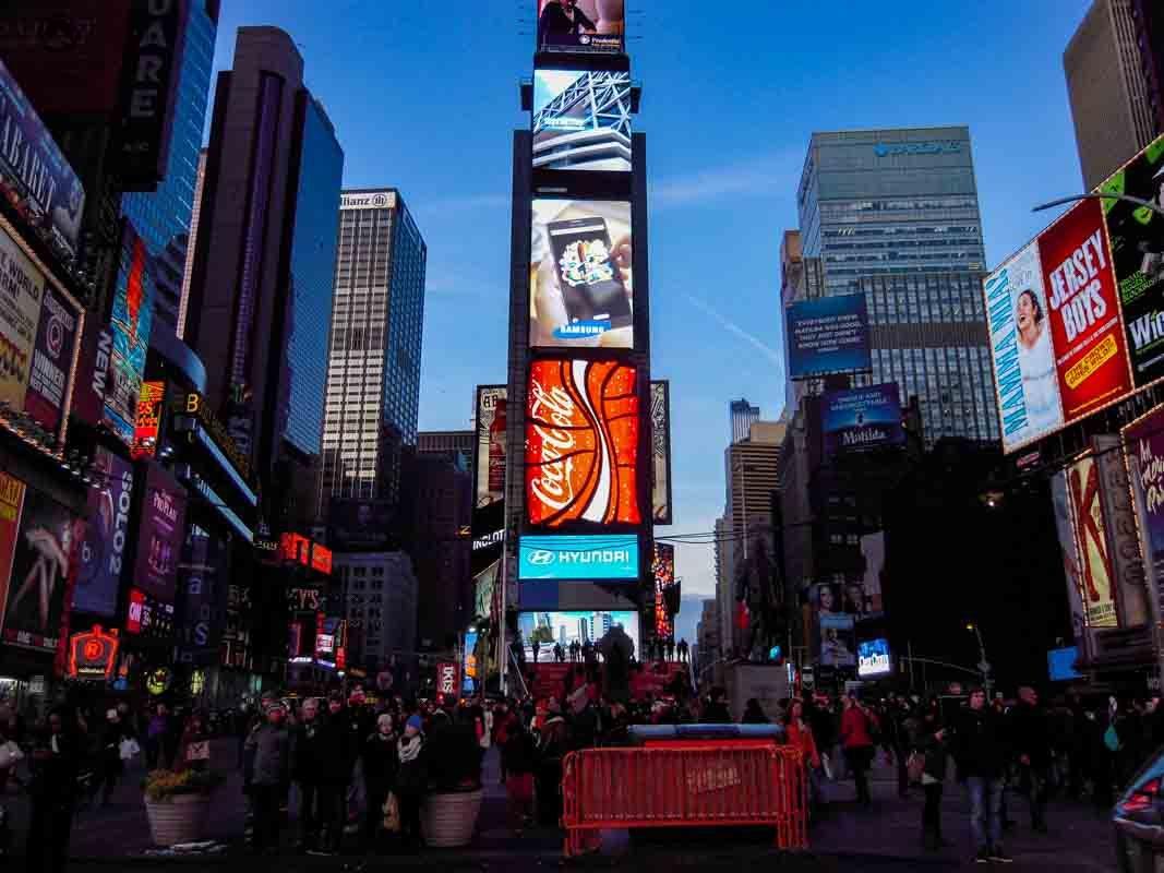 @suasproximasviagens's cover photo for 'Aladdin - Musical da Broadway Nova York | Suas Próximas Viagens'