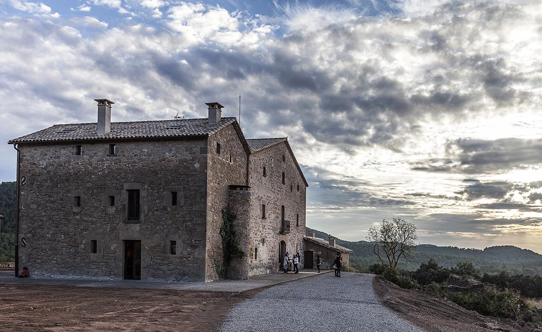 @soyvegana_jenny's cover photo for 'Una masía del siglo XI: el 1º Hotel Vegano de Cataluña | Blog de viajes'
