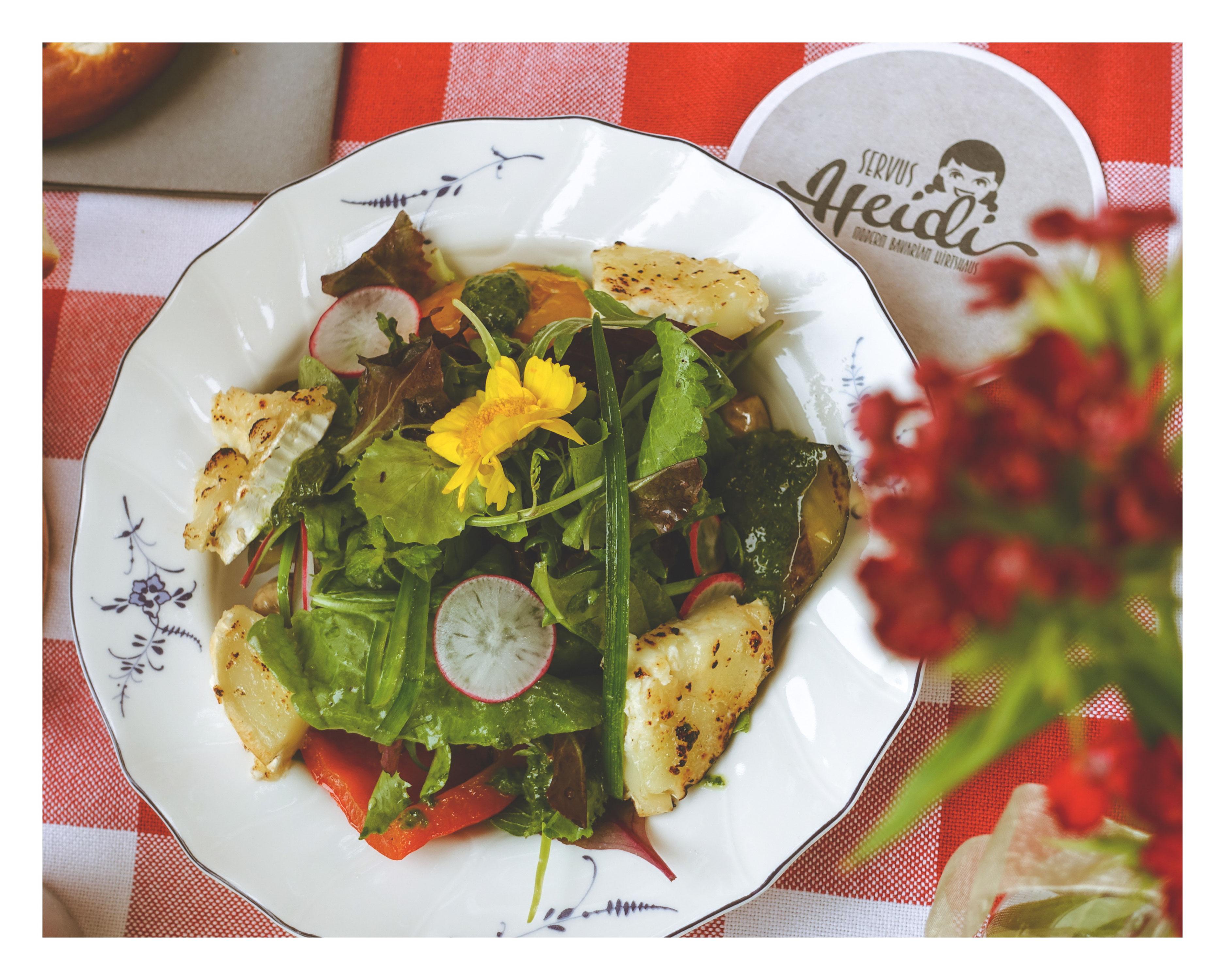 @frau_joppe's cover photo for 'Griaß Restaurant in Munich | Gott und Servus mitanand im Servus Heidi'