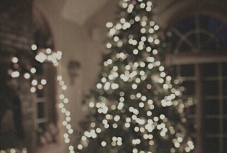 @sophieemort's cover photo for 'THE ULTIMATE CHRISTMAS GIFT GUIDE'