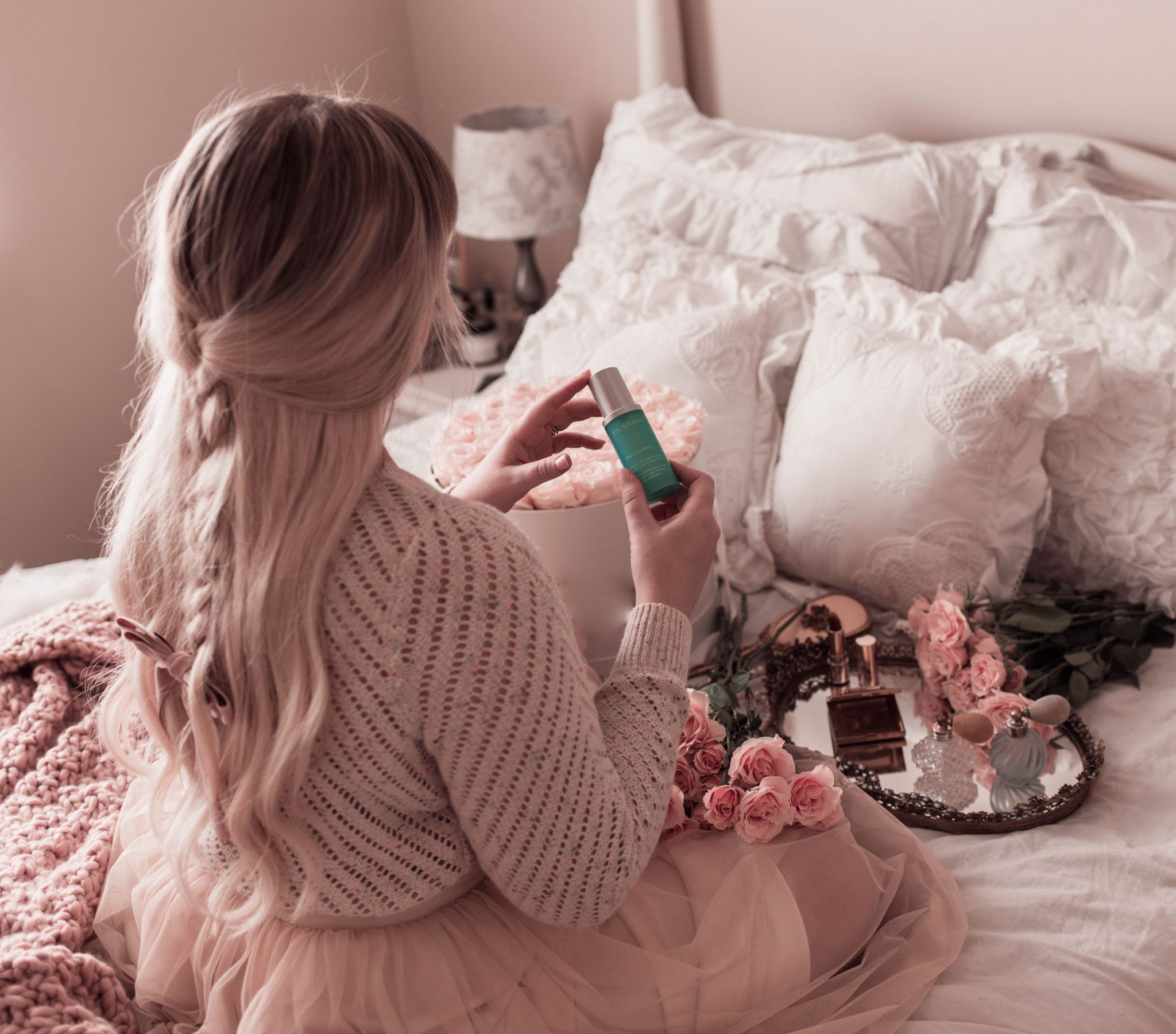 @lizzieinlace's cover photo for 'Finding the Perfect Serum for Your Skin | Lizzie In Lace'