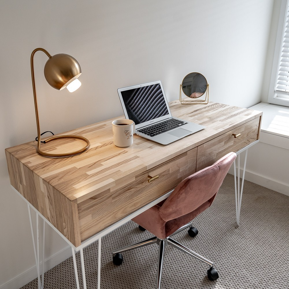 @zacbuilds's cover photo for 'Sophie's Desk -'