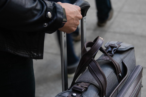 @voyagerguru's cover photo for 'The Best Carry-on Suitcase for Easy Travel'