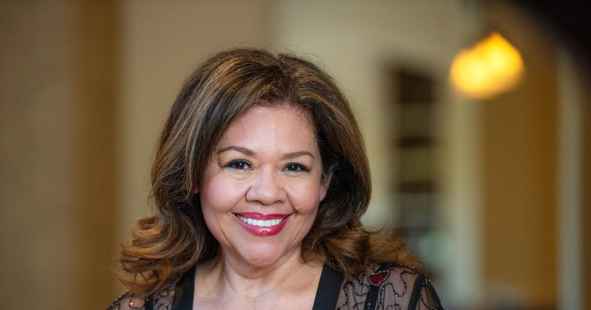 """@sheilamoratayaoficial's cover photo for 'Sheila Morataya """"La coach del pueblo"""" presenta su primer libro: """"Yo soy único e irrepetible""""'"""