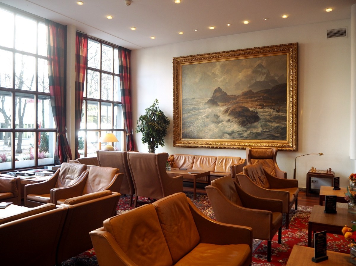 @packthesuitcases's cover photo for 'Where to stay in Hamburg: Hotel Baseler Hof | PACK THE SUITCASES'