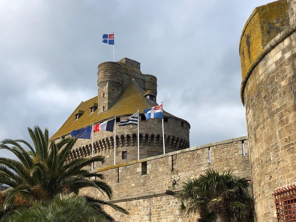 @profissaoturista's cover photo for 'A experiência de fazer um intercâmbio na França'