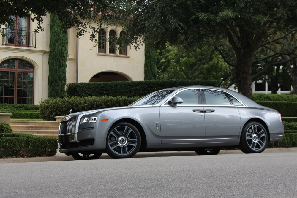 @theflashlist's cover photo for '5 Reasons Every Girl NEEDS a Rolls-Royce Ghost'