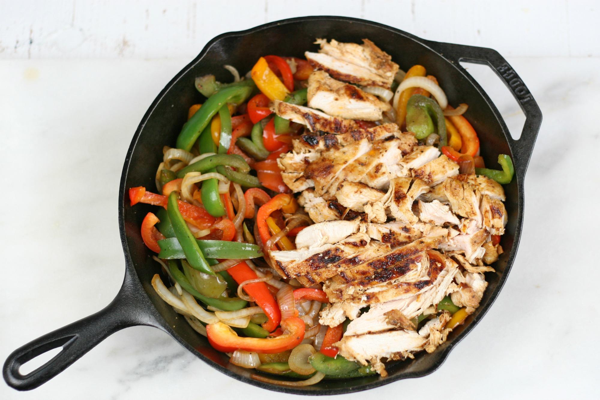 @carolinafarmhousekitchen's cover photo for 'Easy Cast Iron Chicken Fajitas   A Farmgirl's Kitchen'