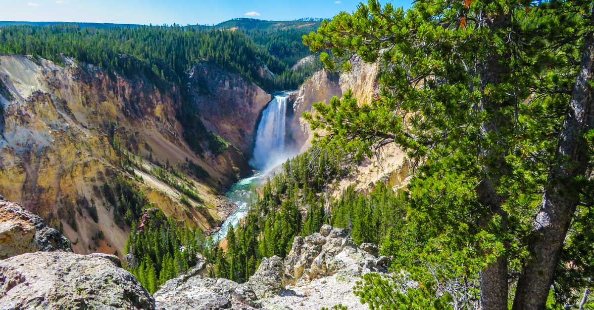 @guide2travel.ca's cover photo for 'Top Things to See in Yellowstone National Park Driving the Grand Loop'