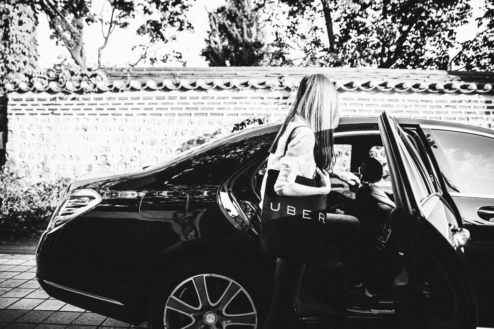 @rlvism's cover photo for 'The Ride-sharing Controversy & Tips on Using Uber in Seoul'