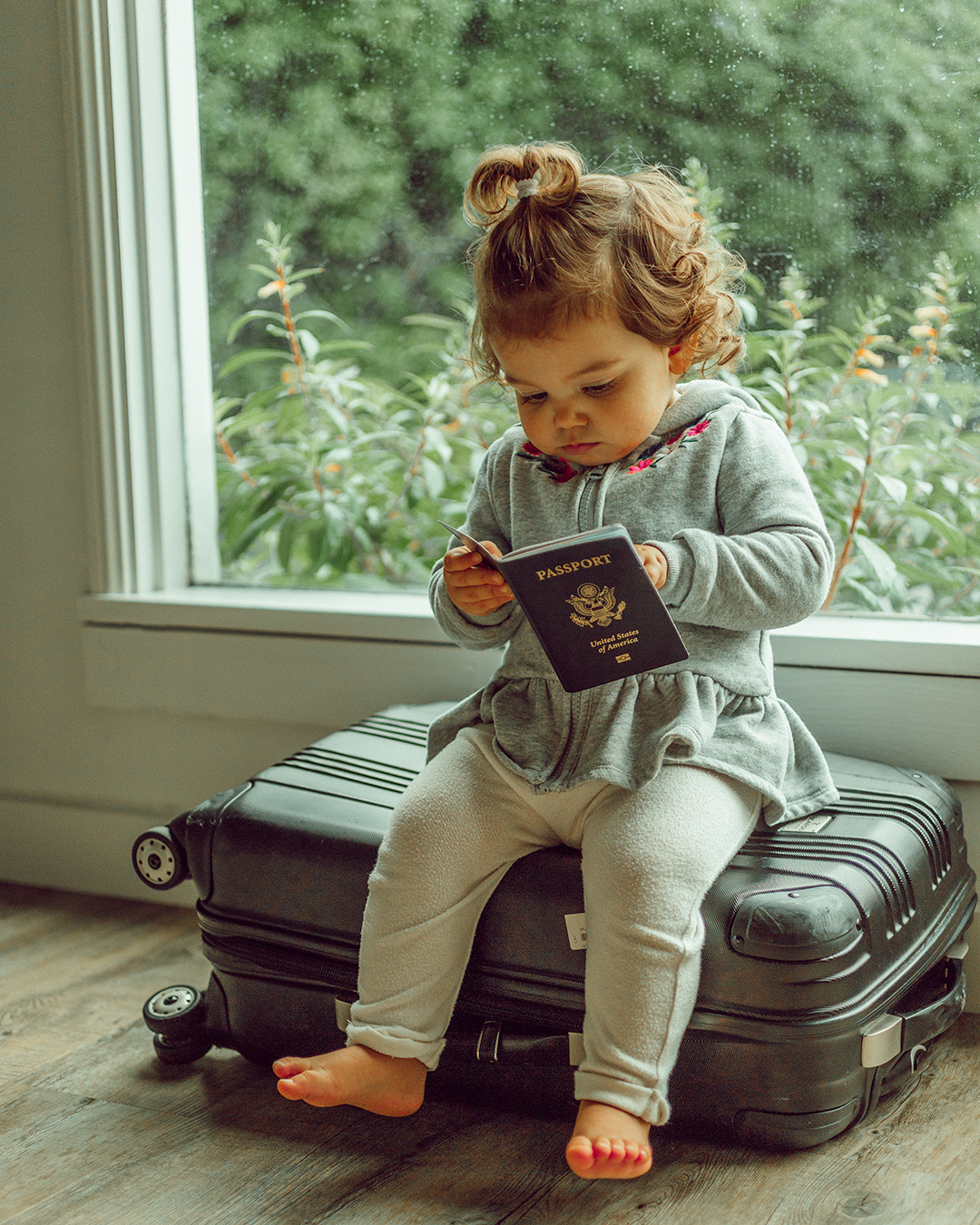 @brittanyelizabethwilliams's cover photo for 'Step-by-Step Travel Guide For Flying With a Toddler - Words by Brittany'