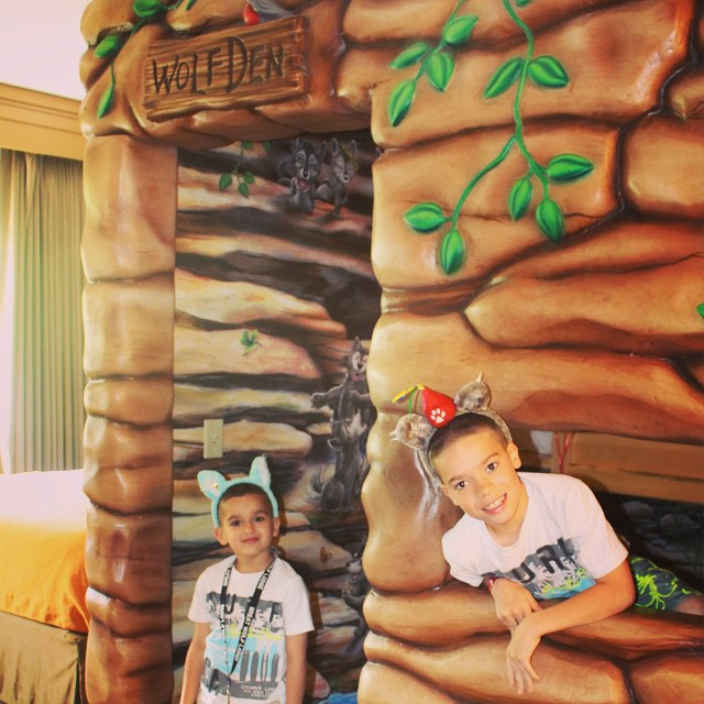 @mommyhoodlife's cover photo for 'Packing Tips for Great Wolf Lodge Resort and Indoor Water Park'