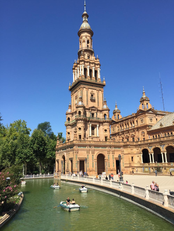 @inviaggioconapple's cover photo for 'SPAGNA. Viaggio a Siviglia, l'anima esplosiva dell'Andalusia'