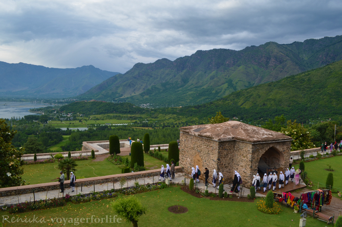 @voyager_for_life's cover photo for 'The Majestic Mountains Of Himalayas Await You In Srinagar - Voyager For Life'
