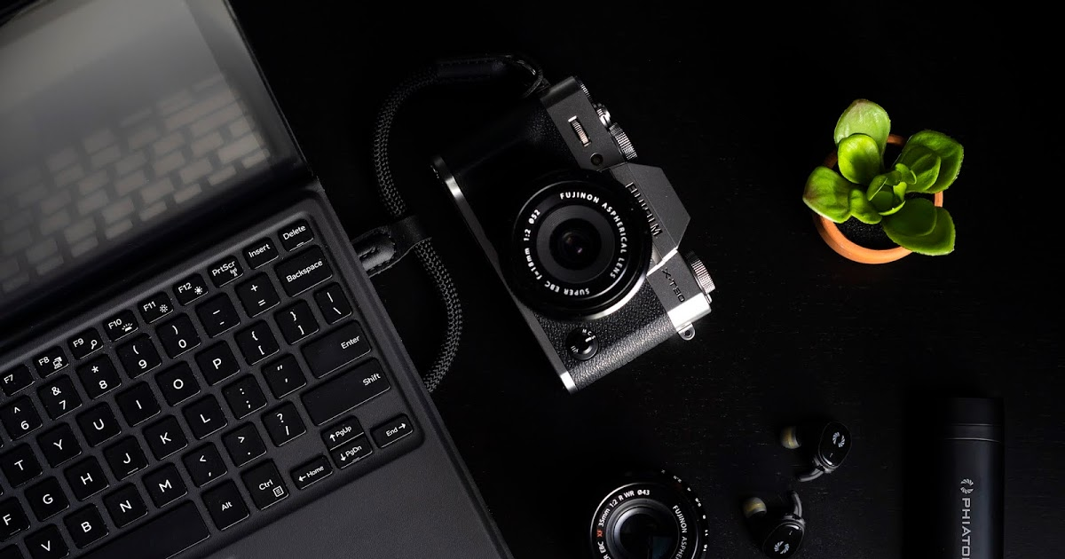 @monkifoto's cover photo for 'Minimalist Travel Photography Kit'