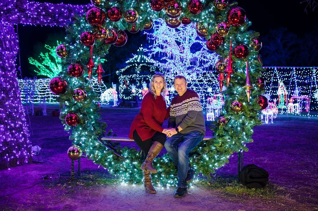 @thattexascouple's cover photo for '12 Fun Christmas Date Ideas in Dallas-Fort Worth'